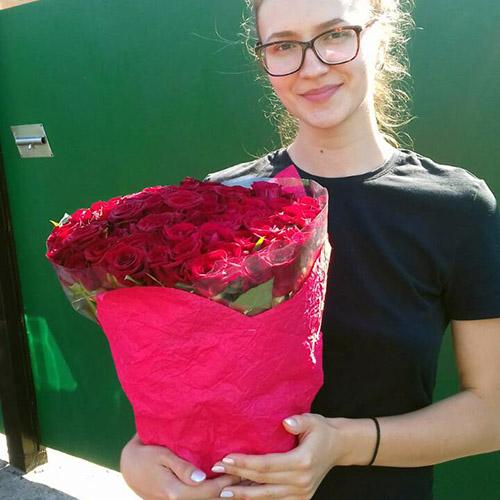 фото доставки букета роз в Мариуполе