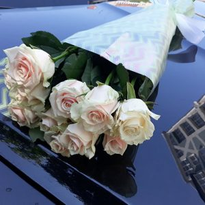 Букет 11 кремовых роз