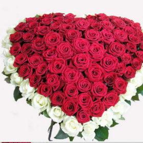 букет из роз в форме сердца фото