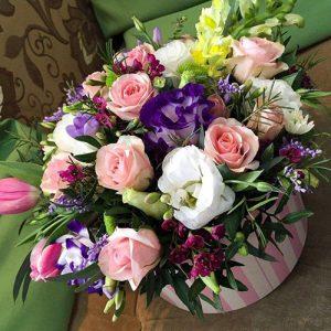 микс букет с розами в коробке фото