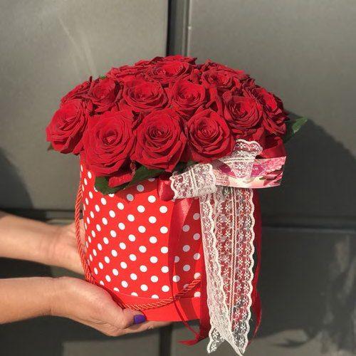 шляпная коробка красные розы фото