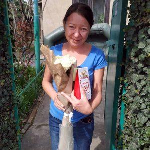 7 белых роз и конфеты фото доставки