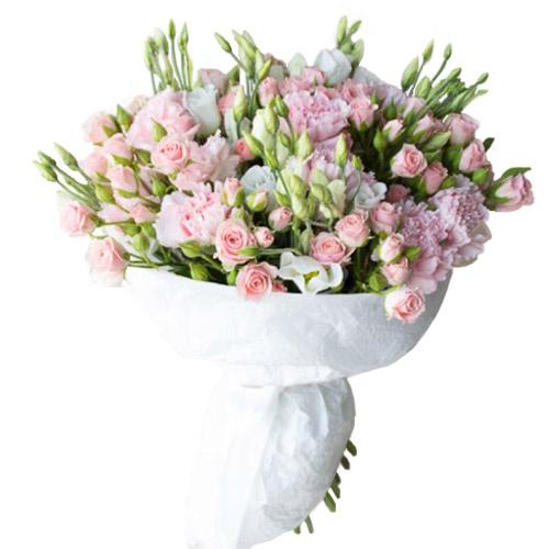 микс букет из эустом и кустовых роз