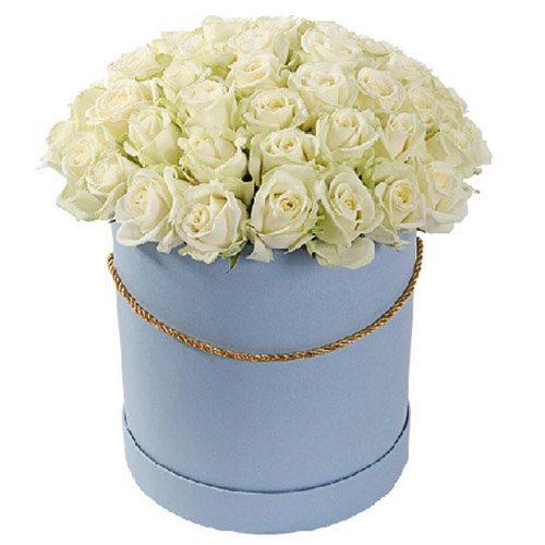 Фото товара 51 роза белая в шляпной коробке