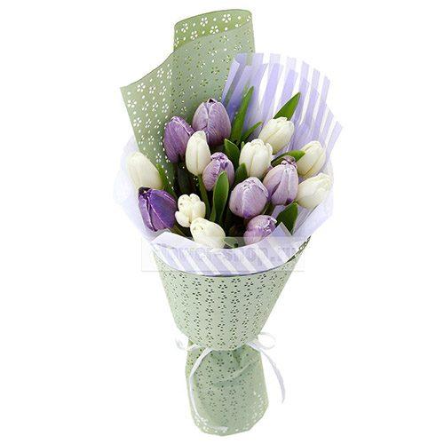 Фото товара 15 бело-фиолетовых тюльпанов
