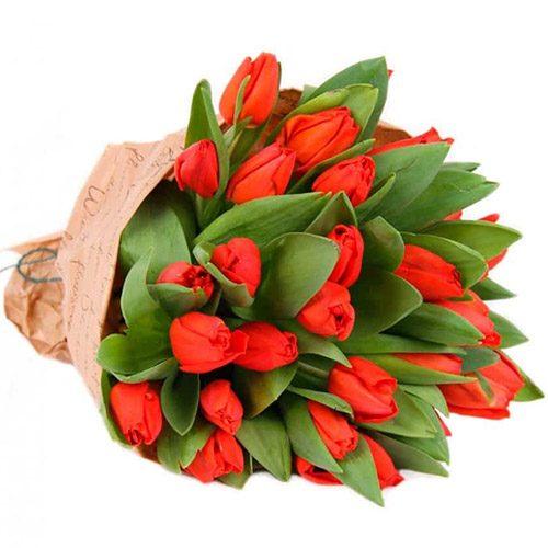 """Фото товара 35 красных тюльпанов в """"газете"""""""