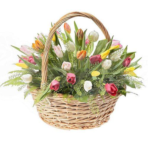 Фото товара 45 тюльпанов ассорти в корзине с декором