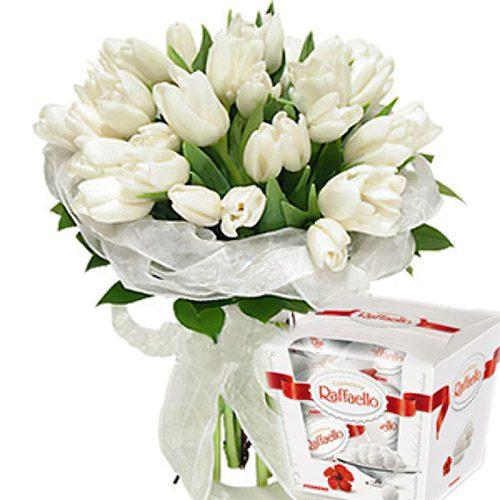 "Фото товара 25 тюльпанов и ""Raffaello"""
