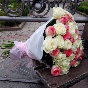 Букет 101 белая и розовая роза