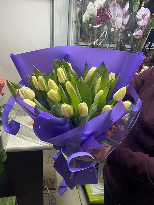 букет желтых тюльпанов фото